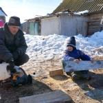 Село Андреевка Аургазинского района. Геннадий с сыном
