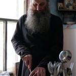 Село Андреевка Аургазинского района. О.Андрей режет пирог