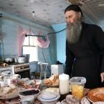 Село Андреевка Аургазинского района. Отец Андрей встречает гостей