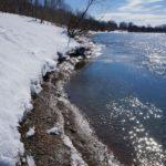 Весна, ледоход на реке.