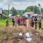 Праздник в селе Ахлыстино «Экология души: Живи деревня, живи в деревне!». Крестный ход 194